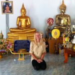 Moi devant Bouddha