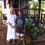 Avec un jeune du village
