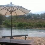 Mon parasol au bord de l'eau