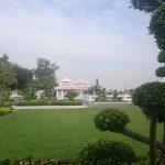 Jardin devant le Wat Arun