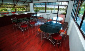 Salle de restaurant du Munroe Island Lake Resort
