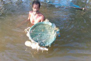 Nous croisons des pêcheurs dans les backwaters